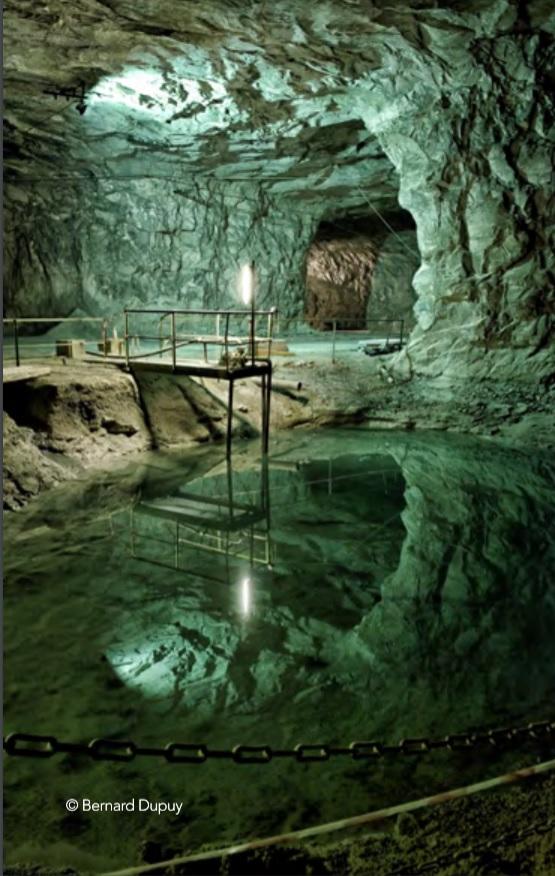 Cava di Saint Astier (Francia) da cui si ricava la marna necessaria per realizzare una purissima calce idraulica naturale